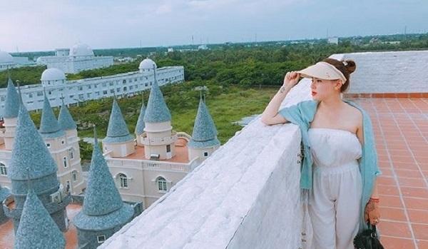 """Cầm 80k oanh tạch """"làng châu Âu"""" lên hình bao đẹp như """"thiên đường"""" chỉ cách Sài Gòn 200km"""