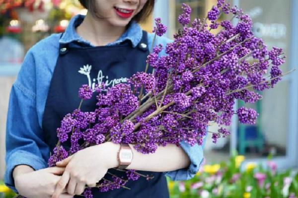 Mặc giá hoa tiếp tục tăng cao, những món quà trị giá hàng trăm triệu đồng trong dịp 20/10 vẫn đắt khách