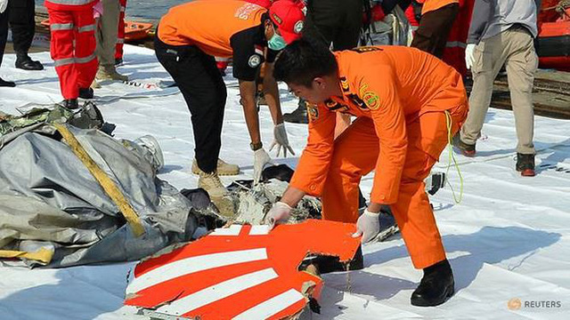 Máy bay chở 189 người của Indonesia đã giảm độ cao như thế nào trước khi đâm xuống biển?