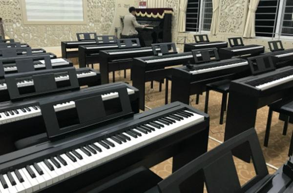 """Tha hồ GATO với học sinh trường THPT Chuyên Ngoại ngữ - ĐHQGHN với phòng học nhạc """"chất"""" thế này"""