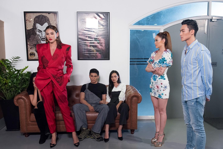 """Xót xa mất 2 thí sinh liên tiếp, Võ Hoàng Yến ám chỉ Song Hằng: The Face nên đổi tên thành """"The Bè Lũ"""" mới đúng"""
