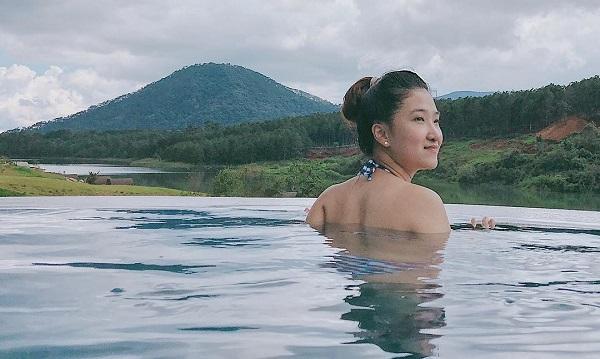 """Xuất hiện bể bơi vô cực mới toanh tại Đà Lạt khiến hội Rich Kids rủ nhau check-in """"tới tấp"""""""