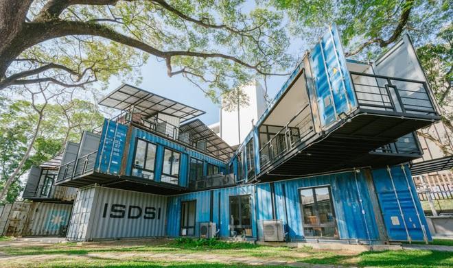 Xao xuyến với ngôi trường đại học xây bằng 22 thùng container đẹp như tranh ở Thái Lan