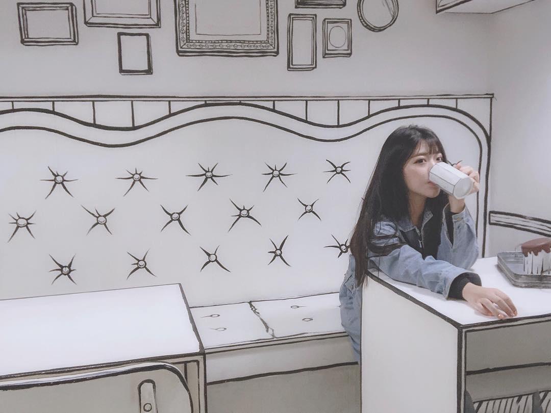 """""""Phát hoảng"""" trước quán cà phê cực độc tại Seoul, background ảo như truyện COMIC check-in mỏi tay không thấy chán"""