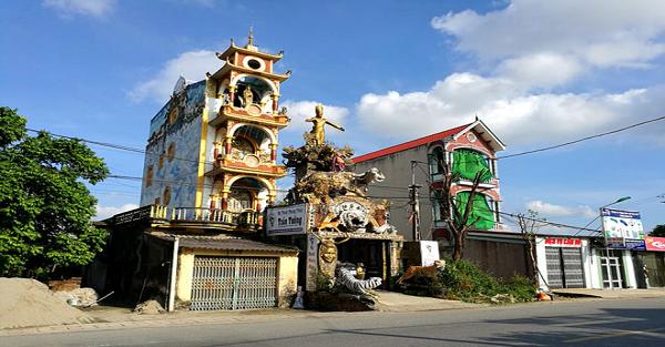 """Bí ẩn ngôi nhà phong thủy kì quái ở Hưng Yên và những lần """"biến hình"""" khó lường"""