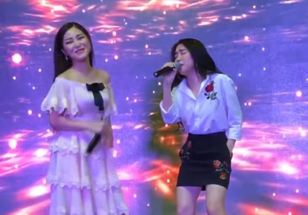 """Đều lên nốt cao khủng, Hương Tràm – Hòa Minzy song ca bất phân thắng bại hit """"Cho em gần anh thêm chút nữa"""""""