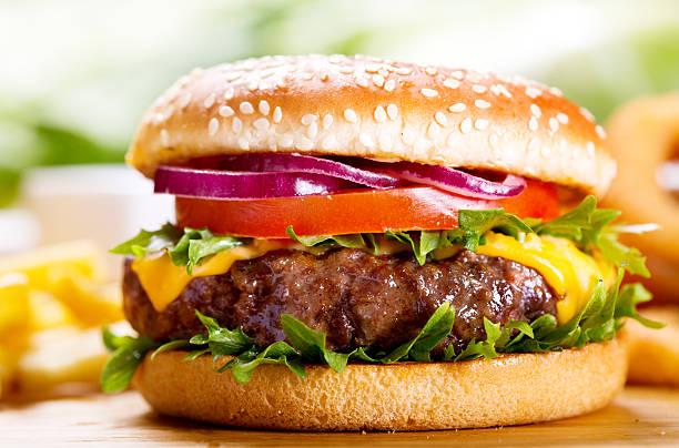 12 điều luật kỳ lạ về đồ ăn ở Mỹ: Cấm ăn quá 3 bánh sandwich ở đám tang, cấm cho cà chua vào súp...