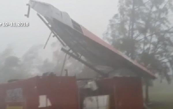 Chứng kiến siêu bão Mangkhut thổi tung nóc nhà ở đảo Guam, cộng đồng quốc tế lo ngại sâu sắc
