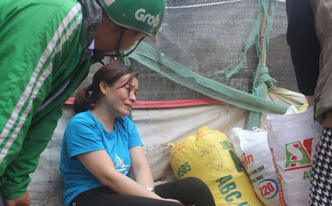 Nước mắt tiểu thương trước nỗi lo mất trắng trong vụ cháy chợ Quang ở Hà Nội