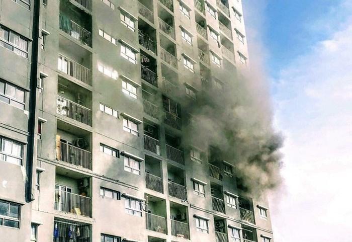 Cháy chung cư lại xảy ra ở TP HCM, hàng trăm cư dân tháo chạy khi cháy mà không có chuông báo cháy