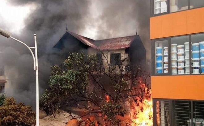 Cháy cửa hàng chăn ga gối đệm trong căn biệt thự, một cụ già 80 tuổi thiệt mạng