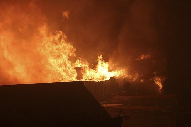 Cháy lớn cạnh Bệnh viện Nhi Trung ương, bệnh nhân cùng người nhà hoảng loạn bỏ chạy