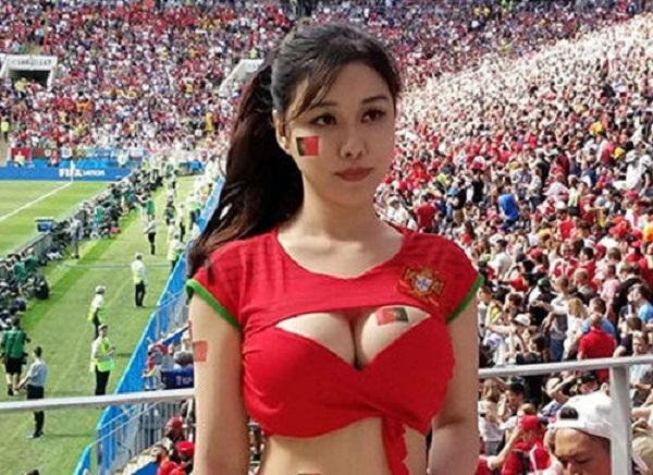 Khoe vòng một trên khán đài World Cup, cô gái Trung Quốc trở thành tâm điểm tranh cãi