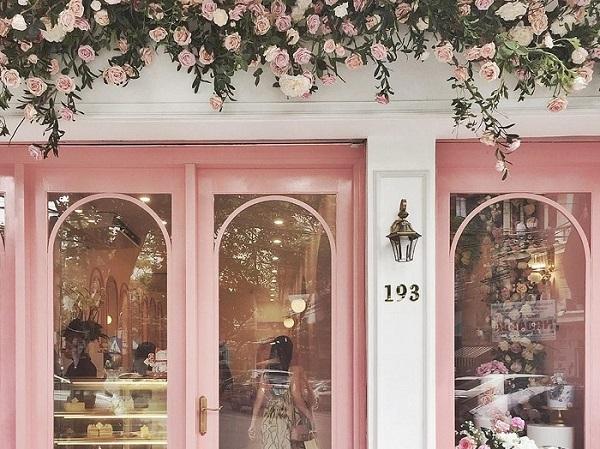 """""""Đổ gục"""" trước tiệm bánh toàn """"màu hường"""" giữa phố cổ Hà Nội dành cho các """"tiểu thư"""" thích thưởng trà"""