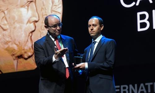 Giáo sư ĐH Cambridge bị mất trộm giải Fields trị giá 4.000 USD chỉ sau 30 phút nhận giải