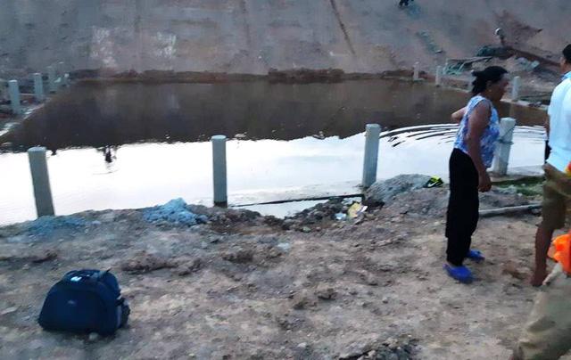 Chị gái quên mình cứu em trai ngã xuống hố công trình ngập nước, cả hai thiệt mạng do không biết bơi
