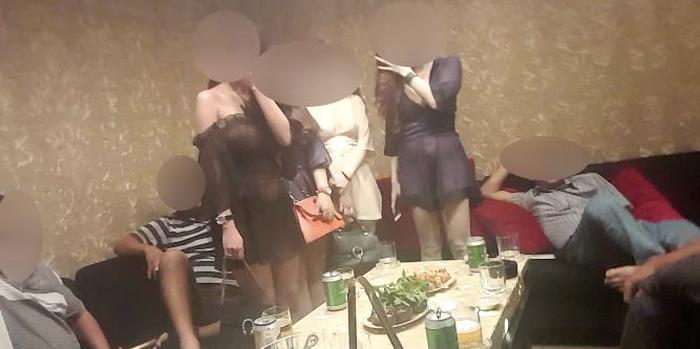 Triệt phá tụ điểm thác loạn ở TP HCM: Thêm một nhà hàng karaoke bị đột kích lúc rạng sáng