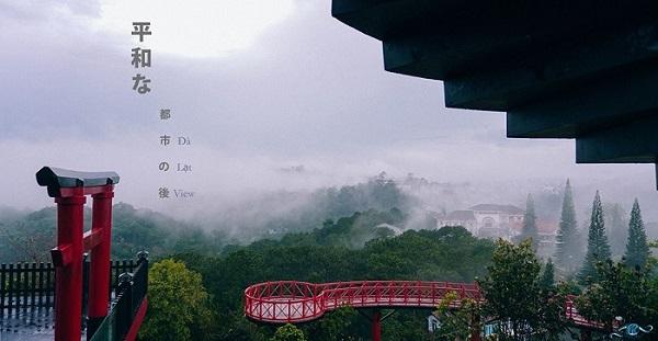 """Đà Lạt xuất hiện """"cổng trời"""" đẹp lộng lẫy cứ ngỡ trong phim cổ trang Hồng Kông"""