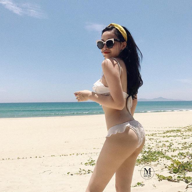 Ngọc Mon (tên thật Nguyễn Bích Ngọc) là hot mom nổi tiếng nhất nhì Hà thành. Mẹ bỉm sinh năm 1988 này từng là hot girl đình đám cùng thời với Vân Hugo, Tâm Tít, Huyền Baby.