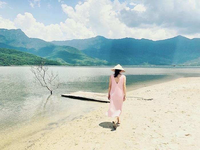 """Đâu chỉ riêng Nha Trang, Huế giờ cũng sở hữu """"con đường đi bộ giữa biển"""" chẳng thua kém gì Điệp Sơn"""