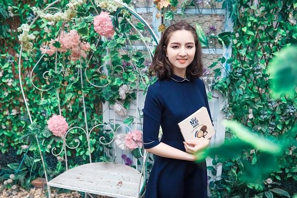 Nữ thi sĩ 21 tuổi xinh đẹp đã cho ra tập thơ đầu tay mà chưa có mảnh tình vắt vai