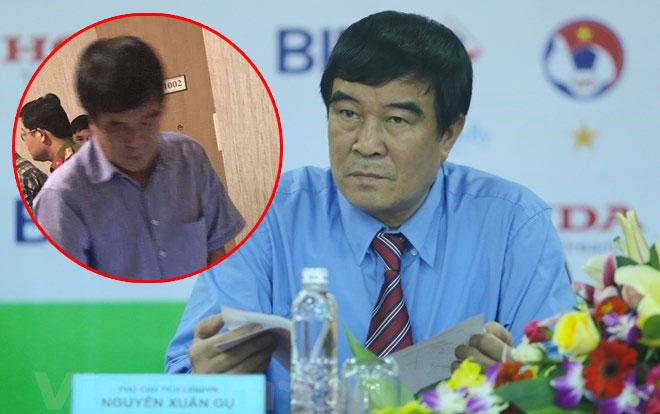"""Liên đoàn Bóng đá Việt Nam """"đau đầu"""" vì Phó chủ tịch ở chung khách sạn với cô gái lạ"""