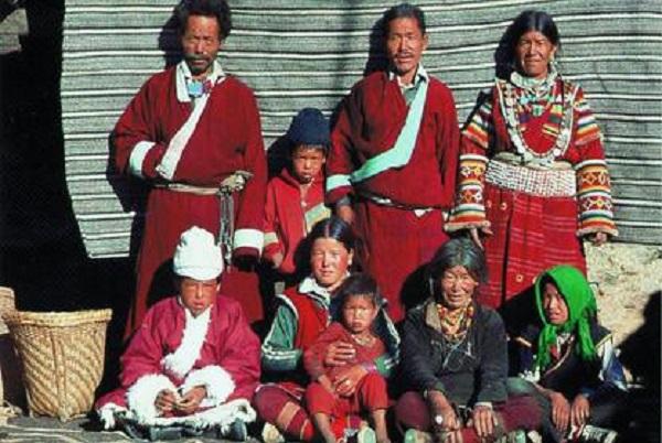 Chế độ đa phu kỳ lạ ở dãy Himalaya: Lấy toàn bộ anh em trong một gia đình làm chồng
