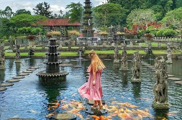 """Mê ly với CUNG ĐIỆN NƯỚC đẹp """"rụng tim"""" ngay giữa thiên đường nhiệt đới Bali"""