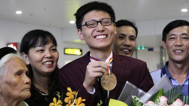 Nam sinh lớp 12 đạt HCV Olympic Toán Quốc tế: Bí quyết là chơi cờ tướng và học thêm nhiều thầy