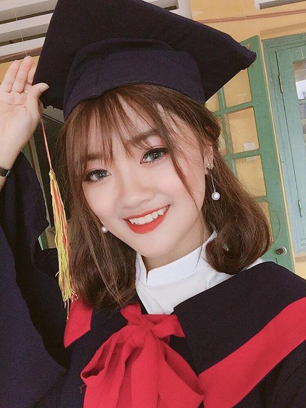 Lan Anh hiện là sinh viên khoa Du lịch - Đại học Công Nghiệp Hà Nội. Cô bạn từng nằm trong đội tuyển học sinh giỏi Toán của trường THPT số 1 Bảo Thắng (Lào Cai) và nhiều năm liền đạt học sinh khá, giỏi.
