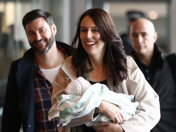 Khâm phục nữ Thủ tướng New Zealand vừa chăm con nhỏ vừa điều hành đất nước
