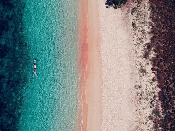"""Phát hiện bãi biển đổi màu hồng đẹp """"không tì vết"""" khiến giới trẻ được phen """"mãn nhãn"""""""
