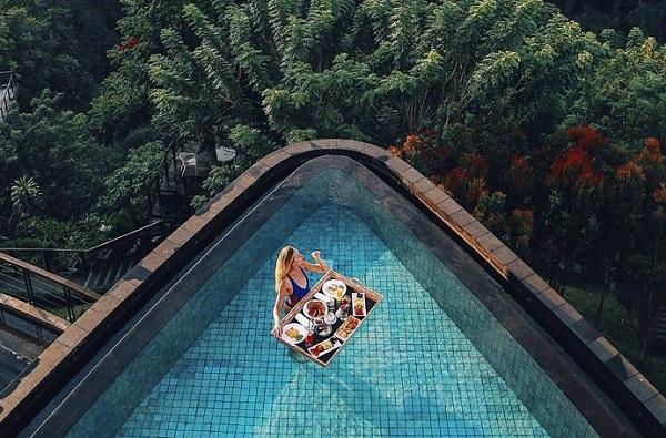 """Phát hiện thêm một khu resort hồ bơi trái tim lơ lửng giữa vưc """"cực độc"""" ngay sát Việt Nam, không đi phí của giời!"""