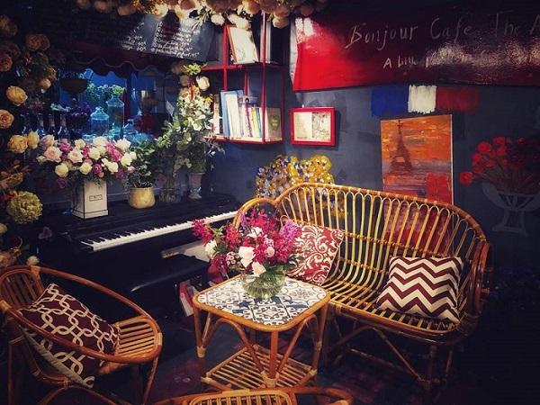 """Tha hồ pose dáng thần sầu trước """"quán cafe triệu hoa"""" có 1 - 0 - 2 đẹp rụng rời nhất Vịnh Bắc Bộ"""
