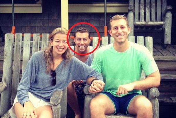 """""""Thánh ké"""" sở hữu bộ ảnh chen vào cặp đôi anh trai và bạn thân của mình siêu hài hước"""