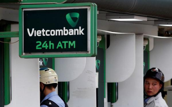 Vietcombank trở thành ngân hàng thu phí cao nhất khi tăng phí rút tiền ATM thêm 50%