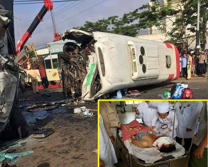 """Xe tải lấn làn """"đấu đầu"""" xe khách đi ngược chiều khiến 10 người thương vong"""