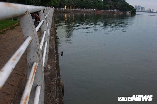 Cảnh sát Môi trường xác minh thông tin về hàng chục cống xả thải ra Hồ Tây