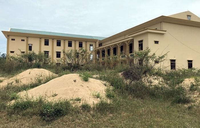 Xót xa trường nghề trăm tỷ đồng tại Nghệ An bị bỏ hoang giữa cánh đồng