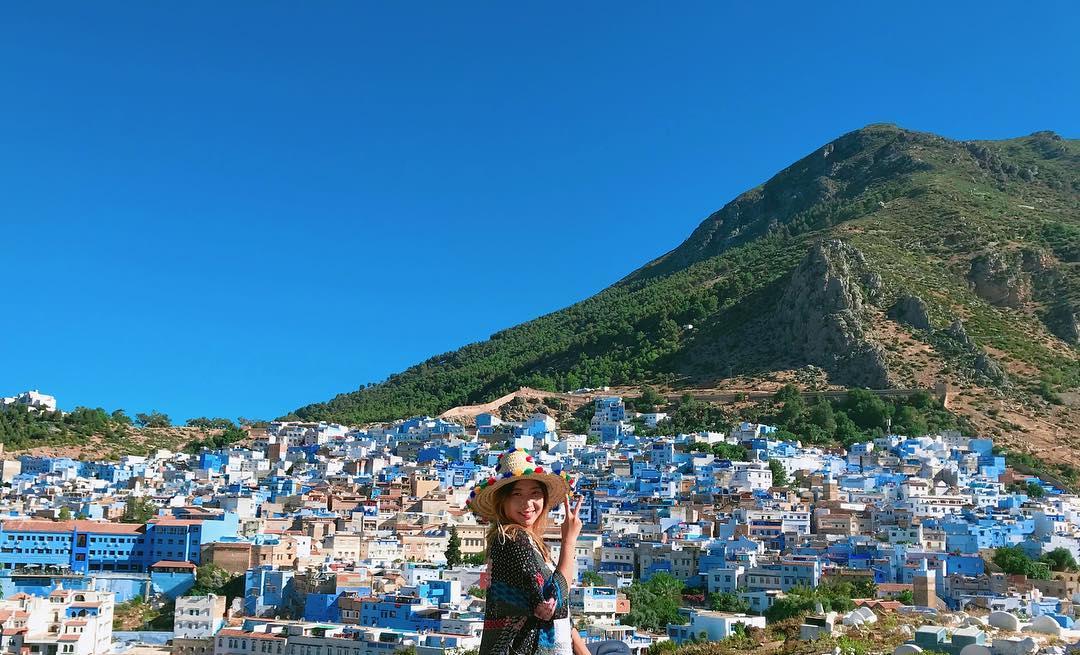 """Sạc đầy hai cục pin vẫn không đủ chụp tại """"mê cung Chefchaouen"""", chỉ duy nhất một sắc xanh đã đánh bật thiên đường """"sống ảo"""" Santorini"""