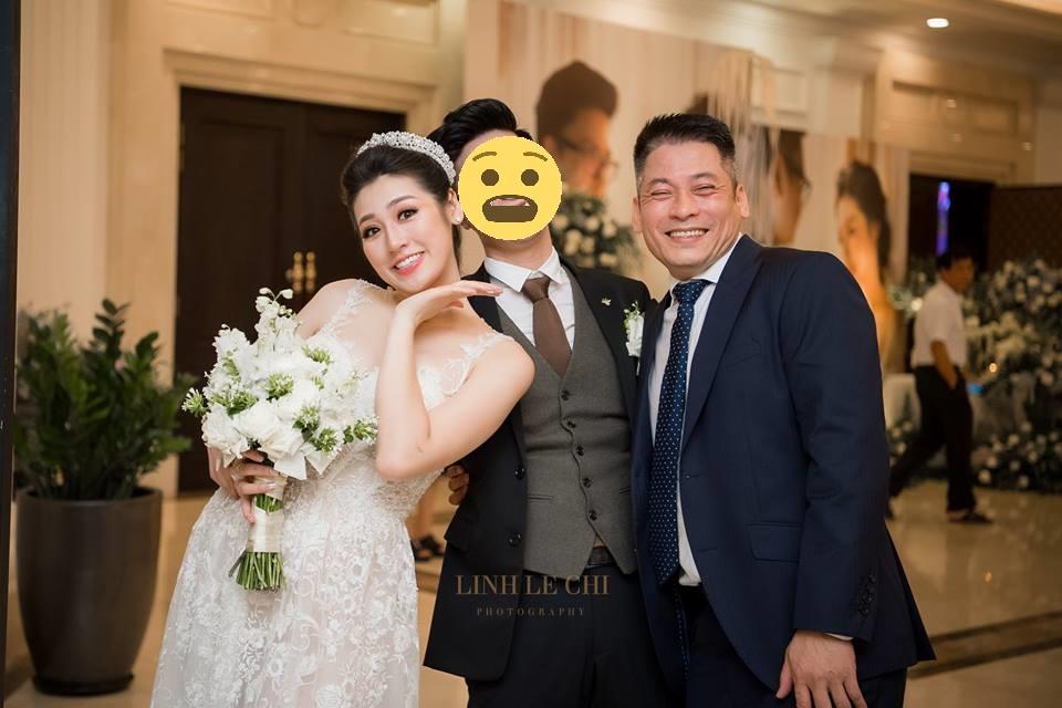 """Cận cảnh vẻ ngoài chồng á hậu Tú Anh: có những người không phải vì tiết kiệm nụ cười, mà cười xong là """"tắt nắng"""""""