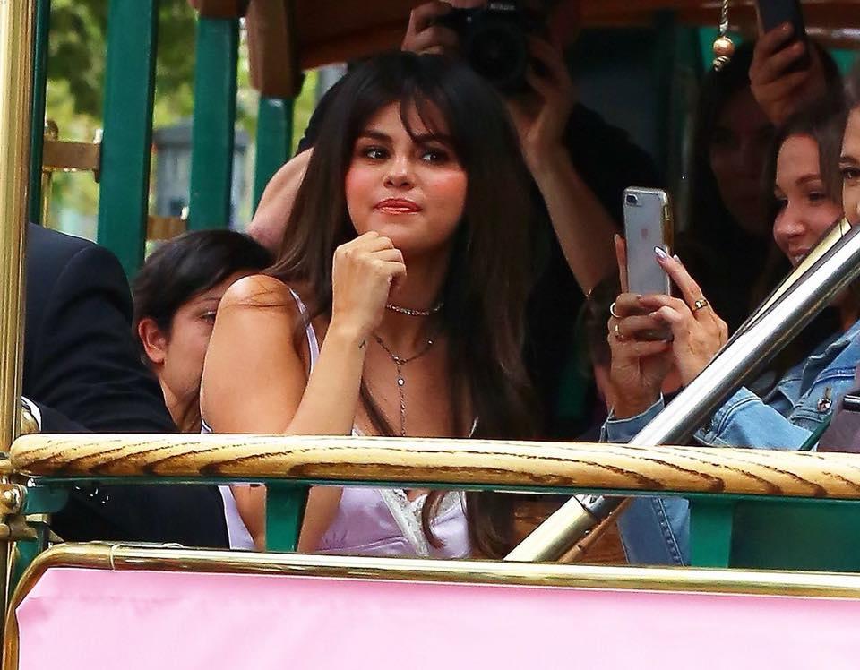 Nhìn Selena Gomez bây giờ mà xem, con gái đúng là đẹp nhất khi không thuộc về ai!