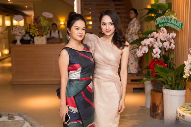 """Hậu tin đồn hôn nhân rạn nứt, Phạm Quỳnh Anh """"so kè"""" thần thái chẳng kém cạnh Hương Giang"""
