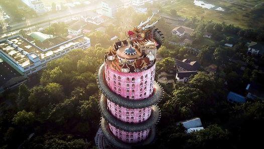 """Vé đi Thái Lan đang rẻ, """"book"""" ngay để xem """"chùa vàng"""" Wat Samphran đã """"hóa rồng"""" thế nào nào!"""