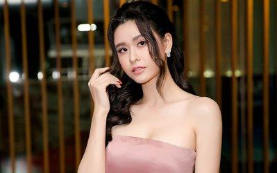 """Dù """"đường tình toàn sỏi đá"""", Trương Quỳnh Anh vẫn cứ là bông hoa đẹp """"không lối thoát"""" cùng đôi vai trần quyến rũ"""