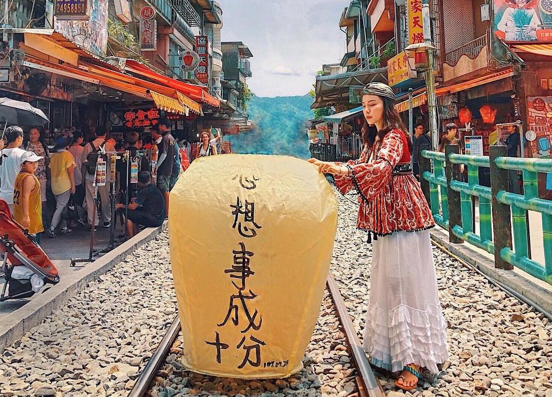 """Đến Đài Loan phải ghé Phố cổ Thập Phần """"bằng mọi giá"""" để thả đèn trời cầu may mắn"""