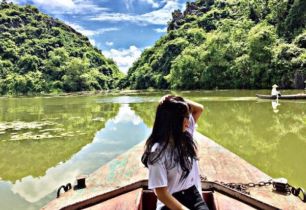 Ngất ngây trước vẻ đẹp mê hồn của Hồ Quan Sơn - tiên cảnh sát xịt Hà thành đang được giới trẻ săn đón