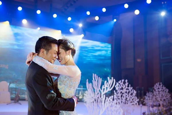 Cận cảnh đám cưới xa hoa, xanh màu đại dương của Shark Hưng (Thương vụ bạc tỷ) và cô dâu hoa hậu xinh đẹp