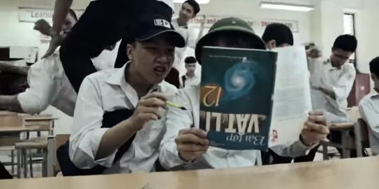 """Quá bức xúc môn Lý, thanh niên quay hẳn MV """"rap diss"""" môn Lý cực gắt"""