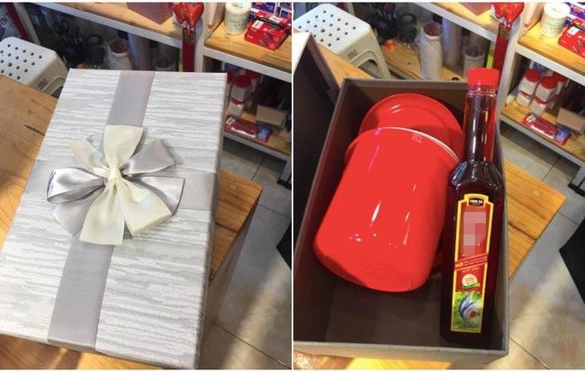 Sau chia tay, chàng trai mua tặng người yêu cũ cái xô và chai mắm, dân mạng đau đầu tìm ý nghĩa món quà